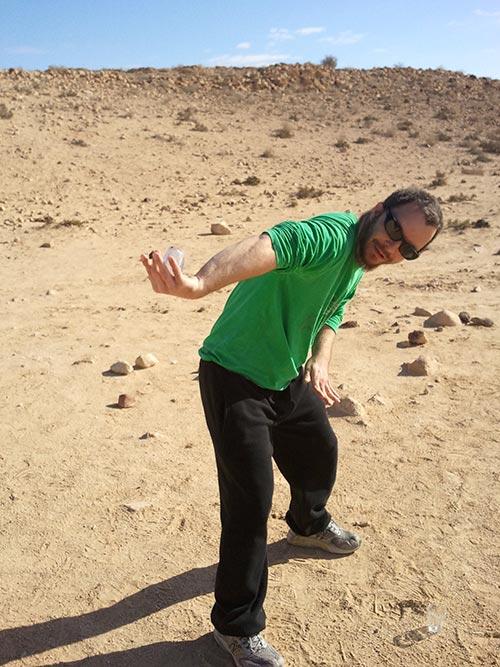 גדי חבר לאימונים בתרגיל כוס התה במדבר